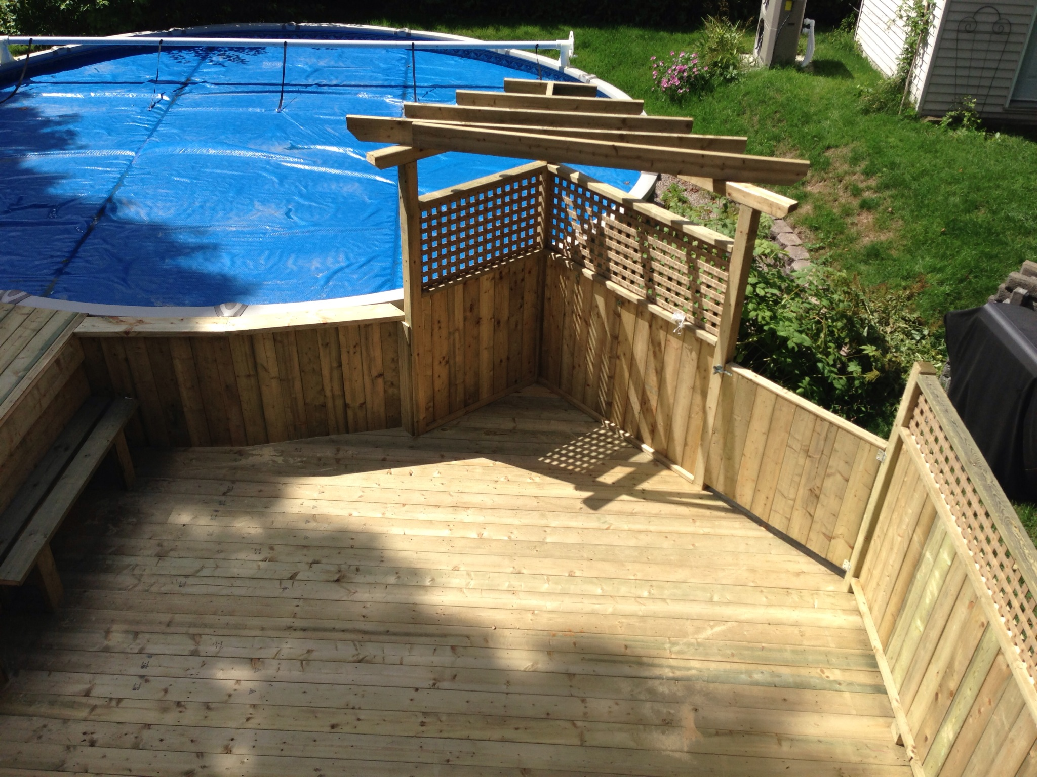 Patios decks piscine patio bois trait for Club piscine fermeture piscine hors terre