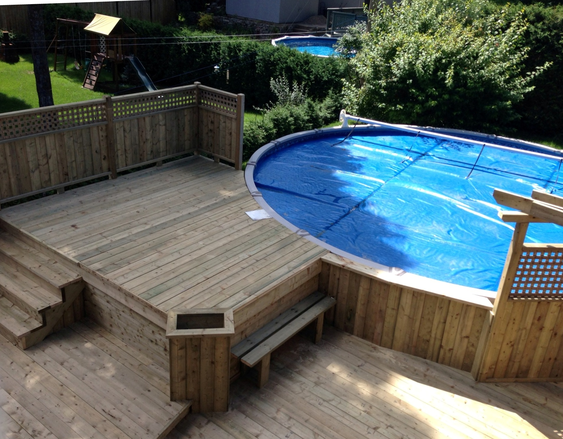 Patios decks piscine patio bois trait for Plan pour deck de piscine