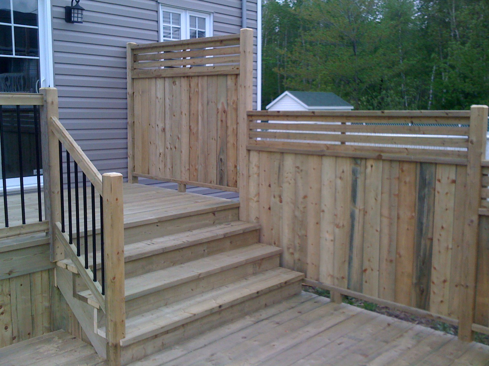 Patios multi paliers patio bois trait for Plan de patio exterieur en bois
